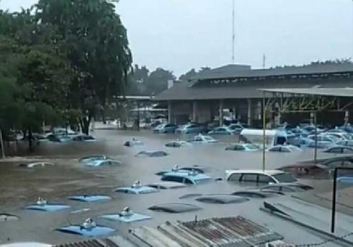 Beberapa Pool Taksi Bluebird Jakarta Kebanjiran, Begini Penampakannya..