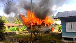 Rumah Warga Bengkalis Ini Ludes Dilalap Si Jago Merah