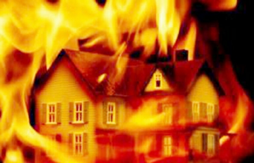 Sedang Terlelap Tidur, Dua Bangunan di Pelabuhan Kampungbalak Ludes Terbakar