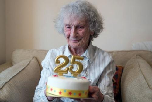 Nenek Ini Rayakan HUT ke-25 di Usia 100 Tahun, Kok Bisa?