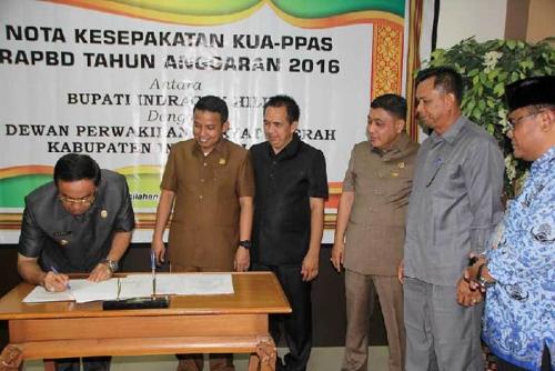 Pemkab dan DPRD Inhil Tandatangani Nota Kesepakatan KUA-PPAS RAPBD Tahun Anggaran 2016