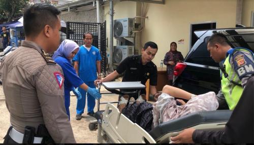 Ibu Hampir Melahirkan Terjebak di Jalur Satu Arah, Polisi Berinisiatif Kawal Hingga Segera Sampai di RSUD