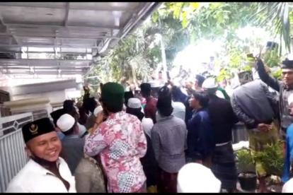 Ratusan Orang Geruduk Rumah Menkopolhukam, Pendemo: Mahfud Jangan Ngumpet, Temui Kami