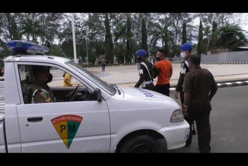 Perlihatkan Pistol Saat Ditegur Satgas Covid-19, Anggota TNI Ditangkap Denpom