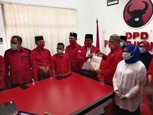 Resmi, PDIP Usung Pensiunan Polisi dan Politisi Golkar di Pilkada Indragiri Hulu