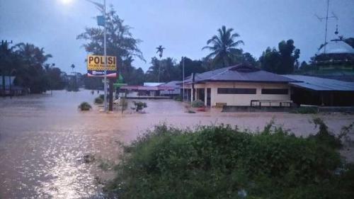 2 Kecamatan di Kampar Terendam Air, Akses Lintas Riau-Sumbar Putus Akibat Longsor dan Banjir di Pangkalan