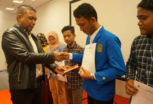 Anak Buruh Laut di Pulau Padang Akhirnya Bisa Kuliah Lewat Beasiswa