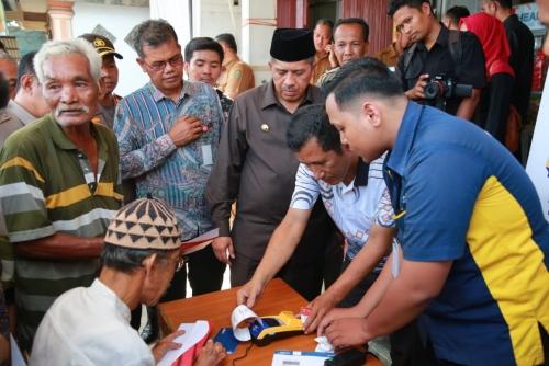 Belanja di E-Warung, 756 Keluarga Pra Sejahtera di Minas Jaya Nikmati Program Bantuan Pangan Non Tunai