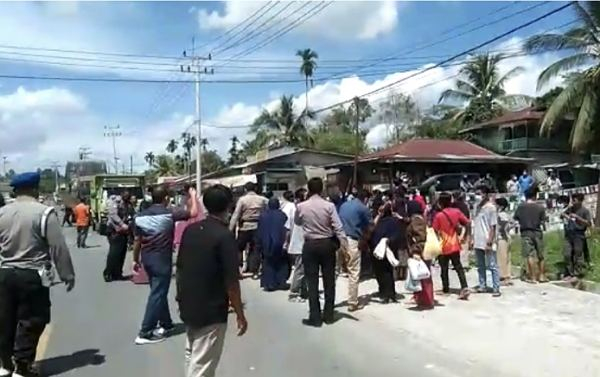 Pasien Positif Covid-19 di Inhu Diambil Paksa, Keluarga Bawa Massa Sampai Satu Truk ke Rumah Sakit