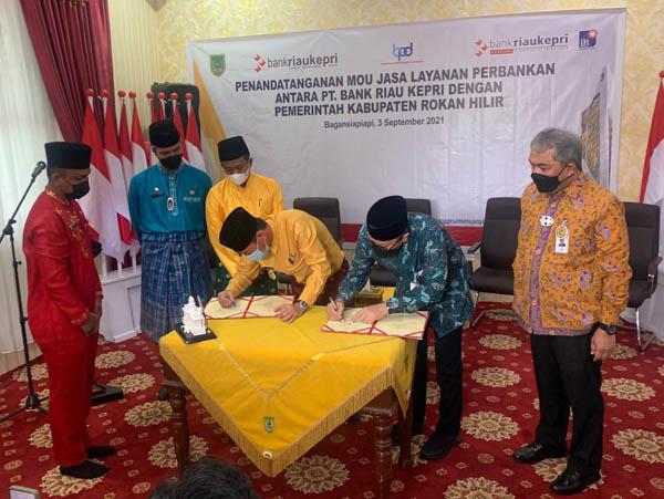 Bank Riau Kepri dan Pemkab Rohil Tandatangani Nota Kesepahaman Jasa Layanan Perbankan