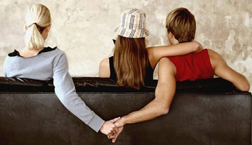 Istri Hampir Tak Percaya, Wanita yang Diselingkuhi Suaminya Ternyata . . . .