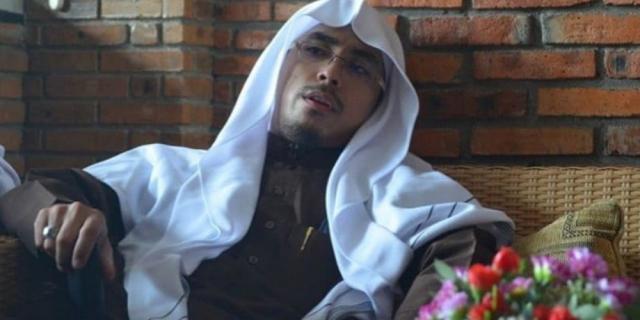 Ustaz Maaher At-Thuwailibi Ditangkap dan Ditetapkan Jadi Tersangka