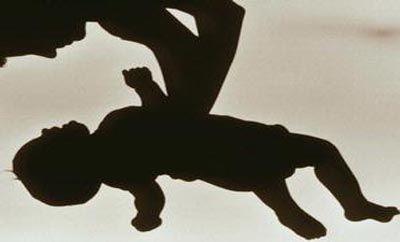 Astaga, Bayi Usia 2 Tahun Disiksa dan Dibuang di Depan Toko