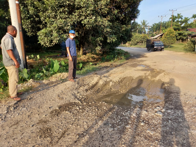 Dinas PUPR Respons Cepat Keluhan Jalan Rusak di Inhu-Kuansing, Mardianto Siapkan Lahan Parkir Alat Berat