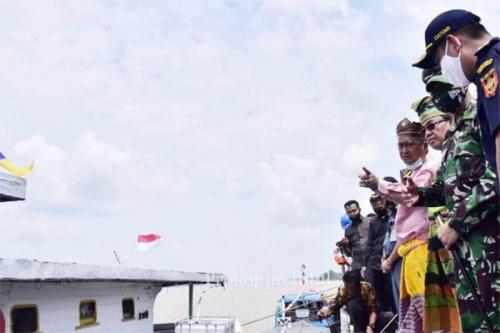 Bupati Inhil Lepas Ekspor Perdana Kelapa Bulat ke Pelabuhan Batu Pahat Malaysia