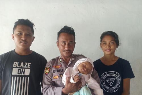 Bayi 9 Bulan Lepas dari Gendongan Ibunya dan Tercebur ke Laut, Beruntung Berhasil Diselamatkan Anggota Polisi