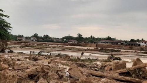 Berlindung dalam Masjid, Ratusan Warga 2 Kampung di Lebak Selamat dari Terjangan Banjir Bandang