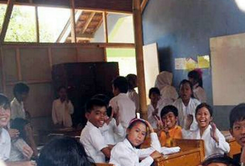 Kekurangan Ruang Kelas, SDN Pompa Air Belajar di Bekas Gudang