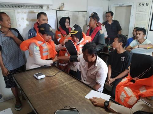 Setelah Terombang-ambing di Tengah Laut, 6 Awak Kapal Hasima Jaya yang Karam Dibawa ke Dumai