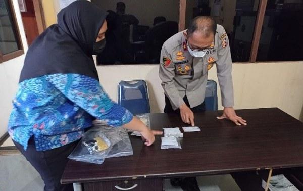 BNNP Riau Tangkap Oknum PNS Penjual Narkoba Jenis Perangko, Dibayar Pakai Bitcoin