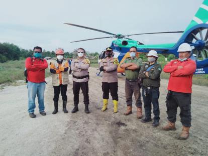 Kapolda Riau Ikut Bantu Padamkan Karhutla di Tasik Putripuyu