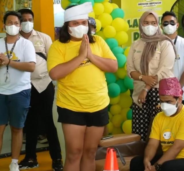 Gunakan Tanjak dengan Celana Seksi, Putra Melayu Riau Kutuk Perbuatan Selebgram Keanu Angelo