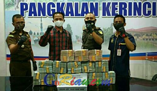 Total Uang Negara yang Diselamatkan Tim Eksekutor Tindak Pidana Khusus Kejari Pelalawan dari Kasus Korupsi Bhakti Praja Rp 850 Juta
