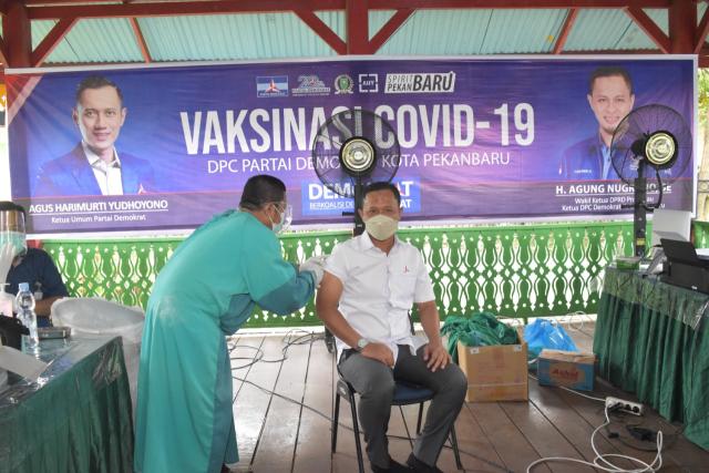 Warga Pekanbaru Minta Vaksin, DPC Demokrat Pekanbaru Gelar Vaksinasi, Totalnya Mencapai 1.500