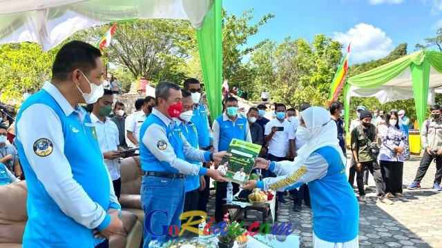 49 Sekolah di Riau Terima Penghargaan Sekolah Adiwiyata