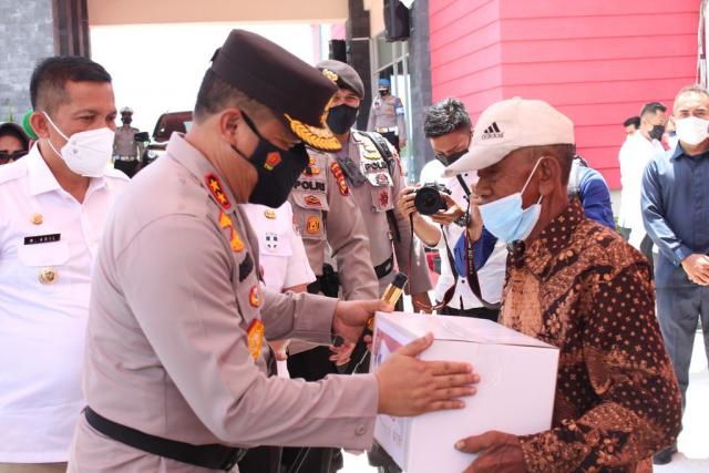 Kapolda Riau Lepas Pasukan Distribusi Bansos di Kepulauan Meranti