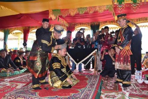 Di Hari Jadi Kabupaten Kampar ke-70, Catur SS Diberi Gelar Datuk Rajo Batuah