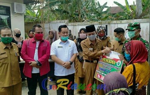 127 Warga Desa Kemang Pelalawan Terima BLT DD Tahap II
