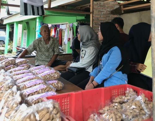 Tim Kukerta Unri Kembangkan Potensi Komoditi Kacang di Nagari Sundata