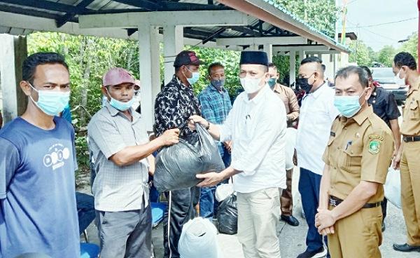 7 Kelompok Nelayan di Kepulauan Meranti Terima Alat Tangkap Ikan