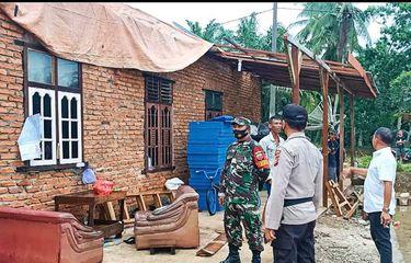 Sejumlah Rumah Warga Porak Poranda Diterjang Puting Beliung di Rohul