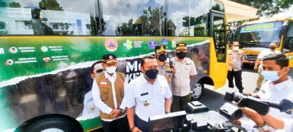 Bupati Kampar Lepas Dua Armada Bus Vaksinasi Covid-19