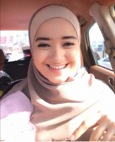 Kenakan Jilbab Usai Bersyahadat, Artis Marcella Simon Terlihat Makin Cantik