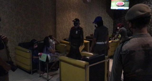 Gelar Razia, Petugas Satpol PP Pekanbaru Sempat Berdebat dengan Terapis