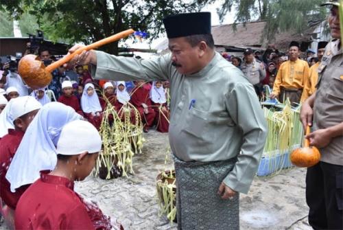 Ritual Mandi Safar di Bengkalis untuk Menolak Bencana