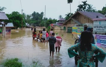 Banjir Landa Desa Rambahan Kuansing, Ketinggian Air Capai Sepinggang Orang Dewasa