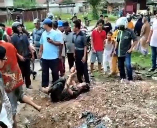 Pria yang Diduga Bakar Istri di Dumai Sempat Diamuk Massa Sebelum Diamankan Polisi