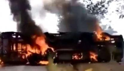 Bus Terbalik dan Terbakar, 40 Penumpang Terpanggang Hidup-hidup