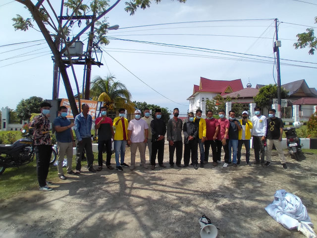 Pemuka Adat Telukkuantan dan Mahasiswa Demo Kejari Kuansing, Tuntut Jaksa Agung Copot Hadiman