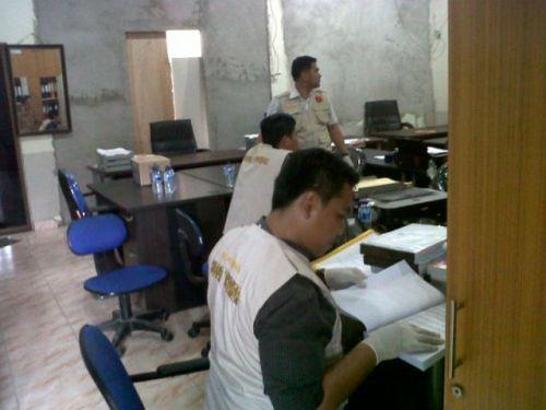 Dir Reskrimsus Polda Riau Geledah Kantor DPRD Bengkalis Terkait Kasus Bansos 2012