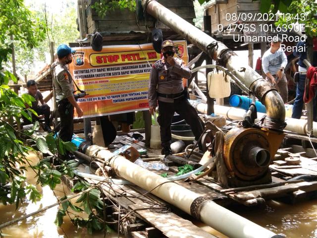 Polisi Datang, Pelaku PETI Berhamburan Terjun ke Sungai Kuantan