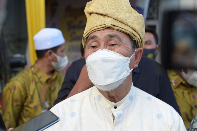Gubernur Riau Serahkan Bansos Rp23 Miliar untuk 77 Lembaga Kesejahteraan Sosial Anak