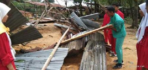 Hingga Pagi Ini, Bantuan Terus Berdatangan ke Tanjung Medan Pasca Diterpa Puting Beliung