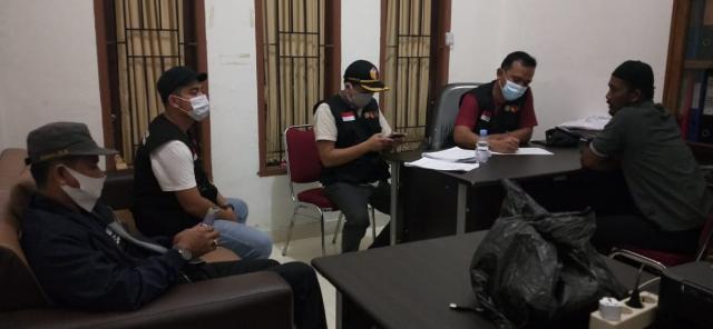 146 Amplop Uang Diduga Money Politik Ditemukan dalam Avanza, Terduga Ngaku Untuk Honor Relawan, Isinya Rp 50 Ribu