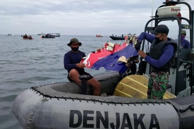 Black Box Sriwijaya Air SJ 182 Terdeteksi Ahad Sore pada Kedalaman 17-20 Meter