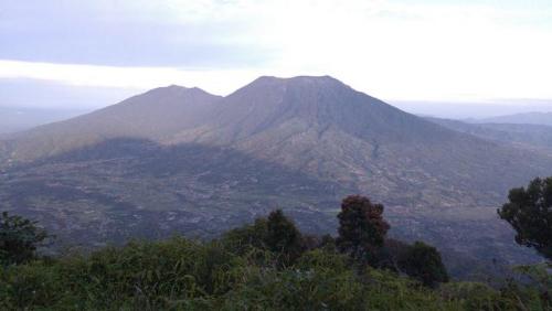 Jatuh ke Jurang di Gunung Marapi, Pendaki Asal Padang Terluka Parah